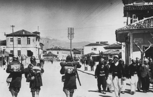 Ιταλοί κάπου στην αλβανία στις 7 Απριλίου τού 1939