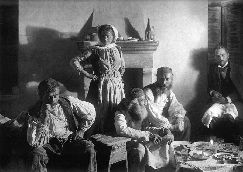 Οικογένεια στο Ζεμενό Κορινθίας, 1903