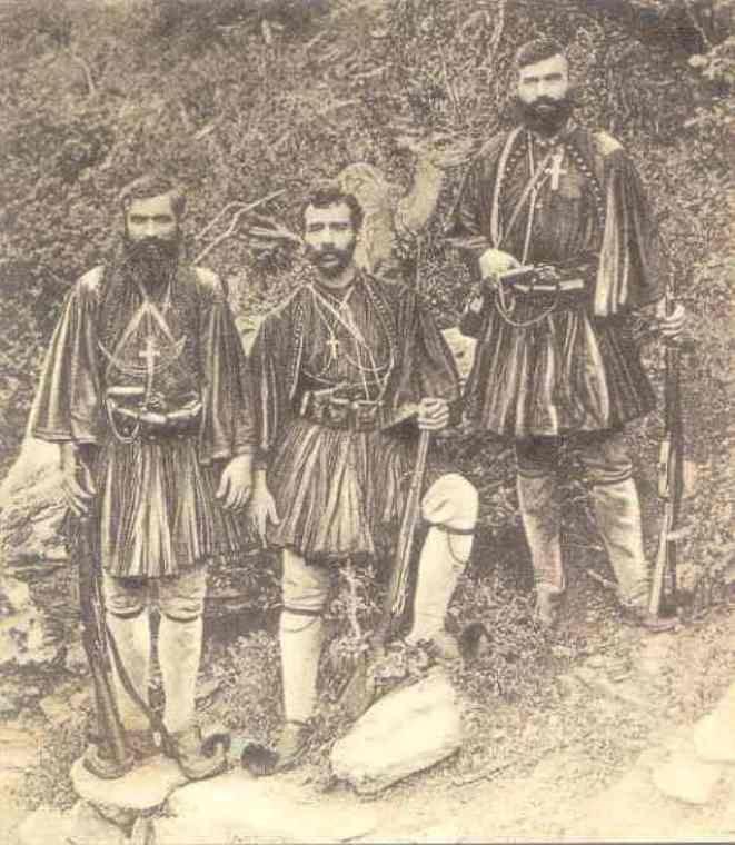 Από αριστερά προς τα δεξιά. Γεώργιος Θωμόπουλος, από την Βύτινη Πιερίας,Μιχαήλ Αναγνωστάκος, από την Χαριά Δυρού Λακωνίας και Νικόλαος Στρεμπίνας, από την Κατερίνη Πιερίας.