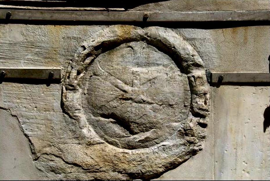 Τμῆμα ἀπό τὴν στήλη τοῦ Μαρκιανοῦ μὲ ἐγχάρακτο Χριστόγραμμα, ποὺ βρίσκεται στὴν Κωνσταντινούπολη.