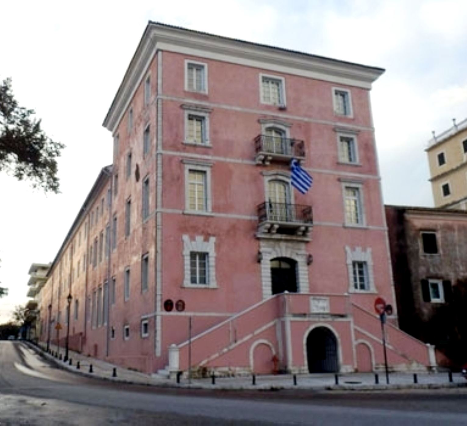 Το ανακαινισμένο κτήριο της Ιονίου Ακαδημίας. Σήμερα στεγάζει την Πρυτανεία του Ιονίου Πανεπιστημίου.