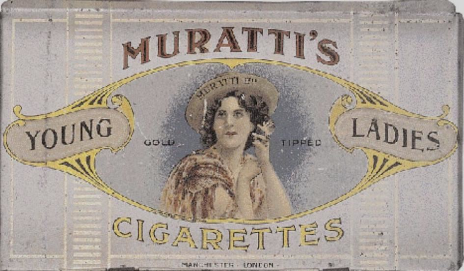 Τσίγκινη κούτα της εταιρείας Muratti του Έλληνα Κωνσταντινουπολίτη Μουράτογλου με εργοστάσια στο Λονδίνο και Μάντσεστερ. Η εξαγορασμένη πλέον εταιρεία διατηρεί τον λογότυπο MURATTI AMBASSADOR