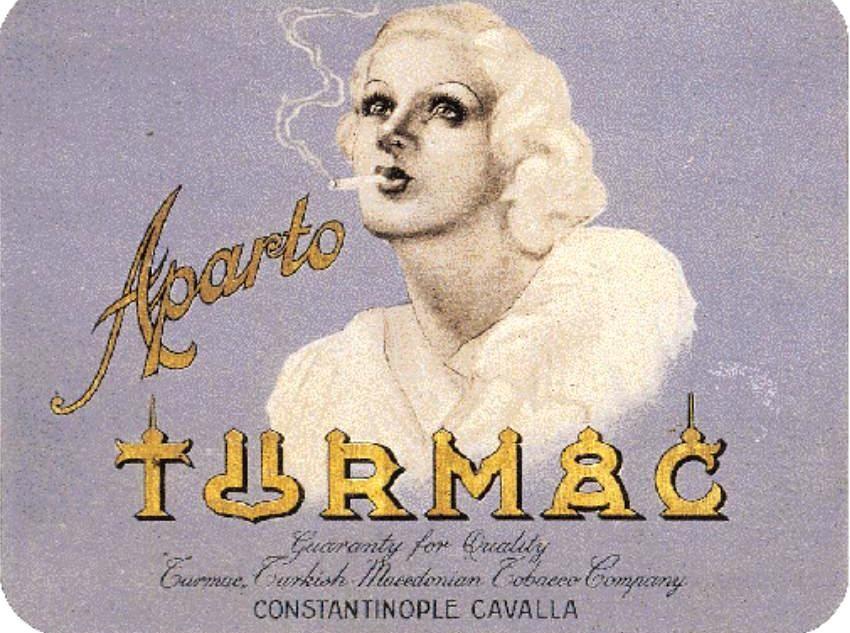 Τσίγκινο κουτί της βιομηχανίας τσιγάρων και καπνών TURMAC τουρκικά-Μακεδονικά καπνά. Μετοχή της εταιρείας του 1920, δηλώνει έδρα την Καβάλα, τα δε αναφερόμενα ως «τούρκικα καπνά» προέρχονται από τις υπό τουρκική κατοχή ελληνικές καπνοπαραγωγικές μακεδονικές περιφέρειες.