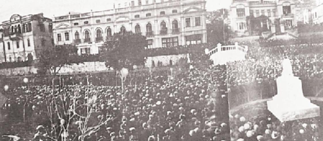 3-4-1925 Καβάλα. Συγκέντρωση διαμαρτυρίας κατά της εξαγωγής ενεπεξέργαστων καπνών. Φωτ. Αρχείο Δημοτικού Μουσείου Καβάλας