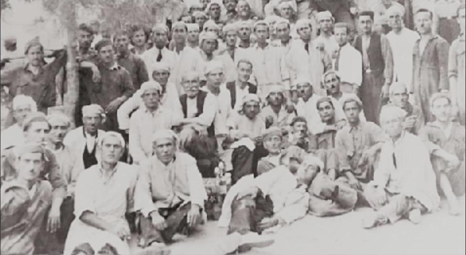 1929 Καβάλα. Καπνεργάτες σην καπναποθήκη «Λατίνου».
