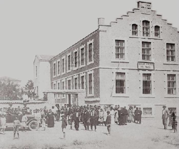 Η καπναποθήκη Κομπανί Ζενεράλ ντε Ταμπά στην Ξάνθη-μέσα δεκεατίας 1920. Από το λεύκωμα Ξάνθη 1870-1940 του Στ. Ιωαννίδη.