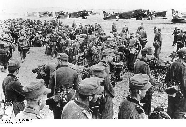 Γερμανικά στρατεύματα επιβιβάζονται με προορισμό την Κρήτη.