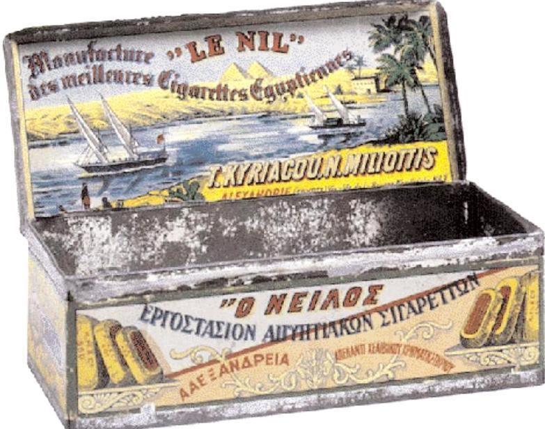 Τσίγκινη κούτα των 100 τσιγάρων. Ο Νείλος της ελληνικής καπνοβιομηχανίας στην Αίγυπτο Κυριακού-Μηλιώτη με λιθογραφημένο τοπίο στην χάρτινη ετικέτα.