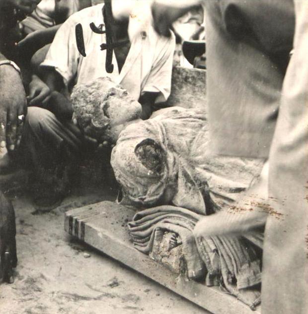 Προετοιμασία τής μεταφοράς τού μαρμάρινου γλυπτού τής Αρτέμιδος Κινδυάδος. Ιούλιος 1959. Ηνωμένοι Φωτορεπόρτερ © Ελληνικό Λογοτεχνικό και Ιστορικό Αρχείο.