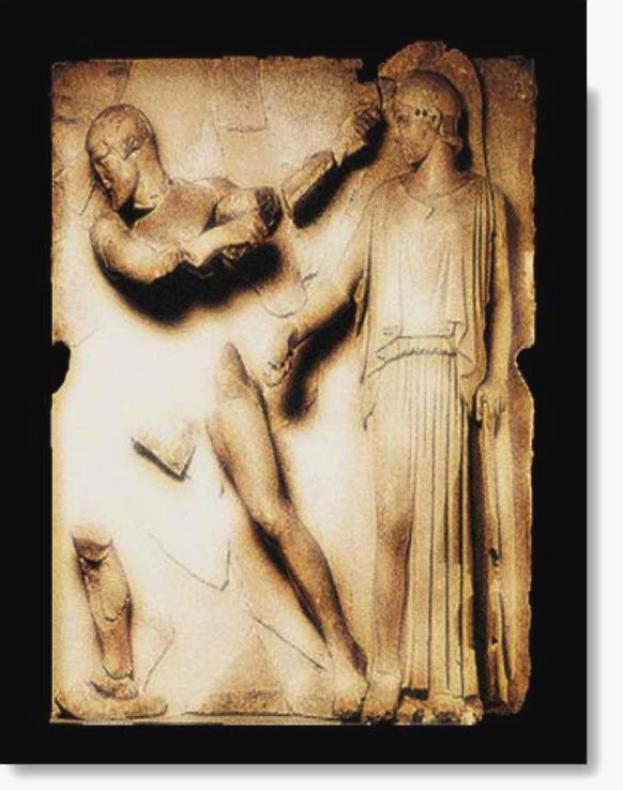 Ναός τού Διός, 6η Ανατολική Μετόπη.   Στην τελευταία μετόπη τής Ανατολικής πλευράς, εικονίζεται ο Ηρακλής που καθαρίζει τους στάβλους τού Αυγεία. Η Αθηνά, με περικεφαλαία και ασπίδα, δείχνει με το δόρυ της σε ποιό σημείο έπρεπε ο Ηρακλής να σκάψει αυλάκι, γιά να ενώσει  τους ποταμούς Πηνειό και Αλφειό, με τα νερά των οποίων θα παρασυρόταν η κόπρος από τους στάβλους τού Αυγεία.