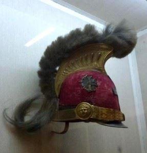 H περικεφαλαία που φορούσε ο Θ.Κολοκοτρώνης, όταν υπηρέτησε στον αγγλικό στρατό στην Ζάκυνθο. Φυλάσσεται στο Εθνικό Ιστορικό Μουσείο Αθηνών