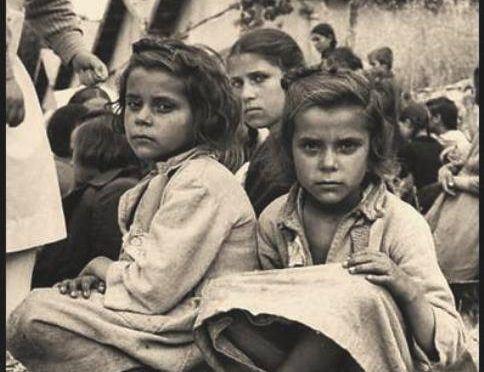 Απαχθέντα Ελληνόπουλα  τα οποία μεταφέρθηκαν στην βουργαρία από κομμουνιστές αντάρτες και κατόπιν επεστράφησαν μέσω τού Διεθνούς Ερυθρού Σταυρού το 1950.